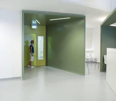 """Saaleklinik I"" | Chirurgische Praxis - Innenraumplanung (Bild 2/13)"